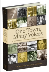 Jan Blodgett and Ralpy B. Levering. One Town, Many Voices.