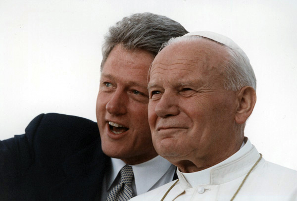 Photograph of President William J. Clinton and Pope John Paul II in front of a crowd at Denver's Stapleton International Airport during the Pope's fifth visit to the U.S., August 12, 1993. The Pope was in the U.S. for World Youth Day. (National Archives Identifier 3172769)
